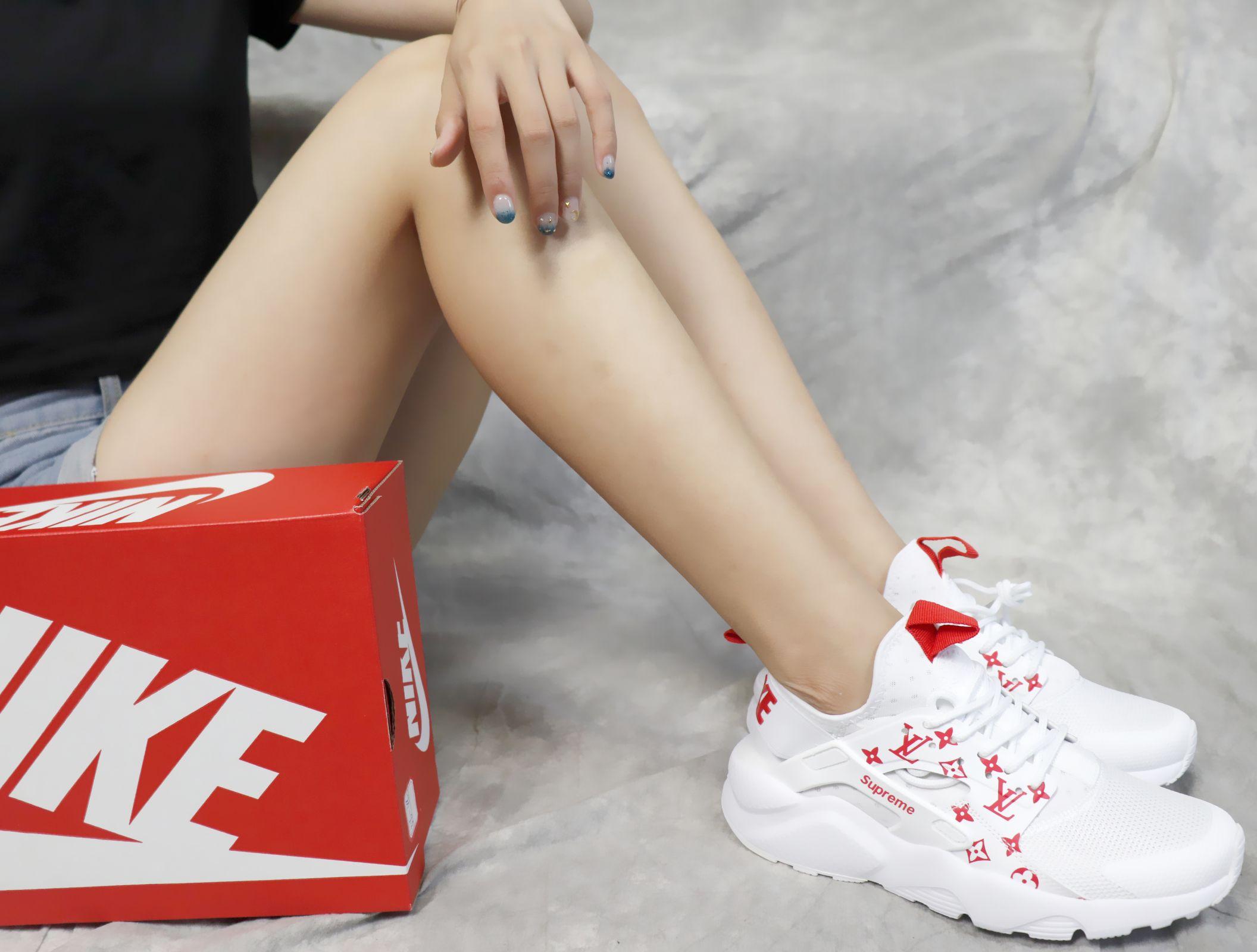"Supreme X Nike Air Huarache Run Ultra White Red Chibi Bread ""title = Chibi Bread"