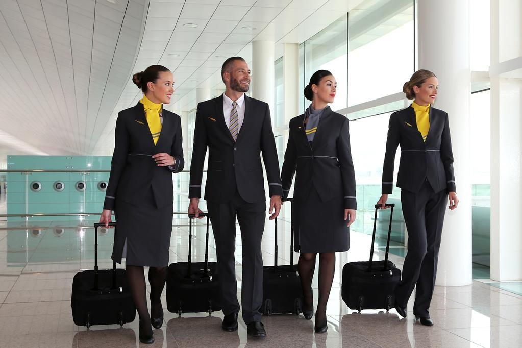 vueling airlines on | tripulación de cabina | pinterest | cabinas