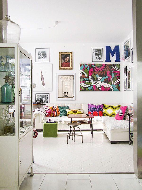 Kolorowy Salon W Stylu Skandynawskim Salon Styl Klasyczny Aranzacja I Wystroj Wnetrz Home Decor Eclectic Living Room House Interior