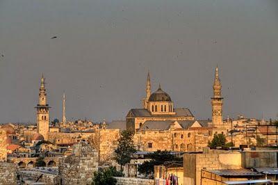 Damasco fue conquistada por Alejandro Magno. Después de la muerte de Alejandro en el 323 a. C., Damasco se convirtió en el lugar de una lucha entre la dinastía ptolemaica y el imperio seléucida.