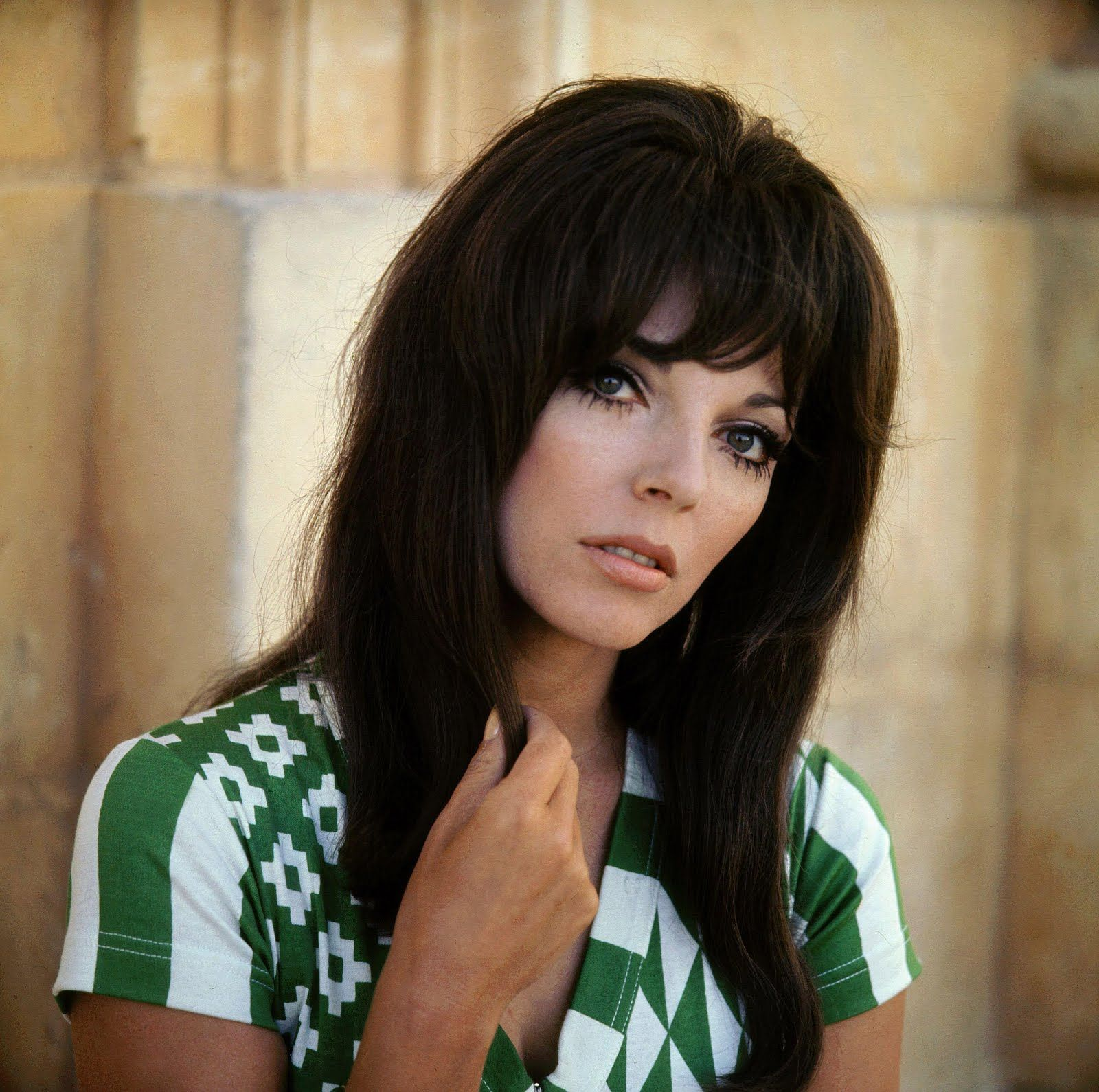 Joan Collins Young  Just To Wish Everyone A Happy St Patricks Day  Hollywood In 2019 -2269