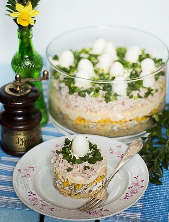 Warstwowa Salatka Wielkanocna Z Marynowanymi Pieczarkami Salatki