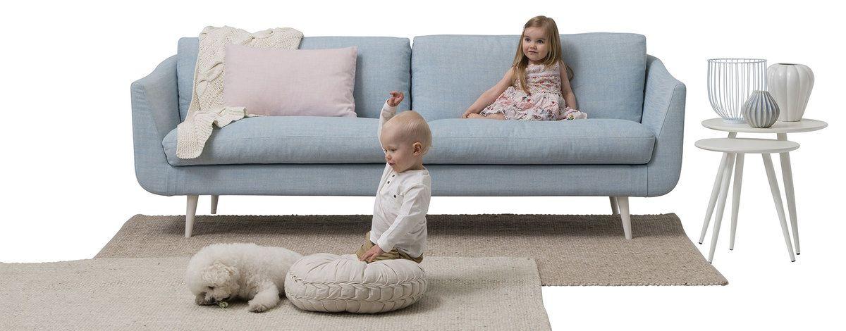 Kotimaisesta Helsinki-uutuussohvasarjasta räätälöit mieleisesi sohvan lukuisista kangas- ja nahkavaihtoehdoista.  Värejä on sadoittain.