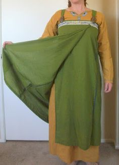 Adventures in Viking Garb - one theory of the Viking apron dress, the front overlap, instead of the reverse.