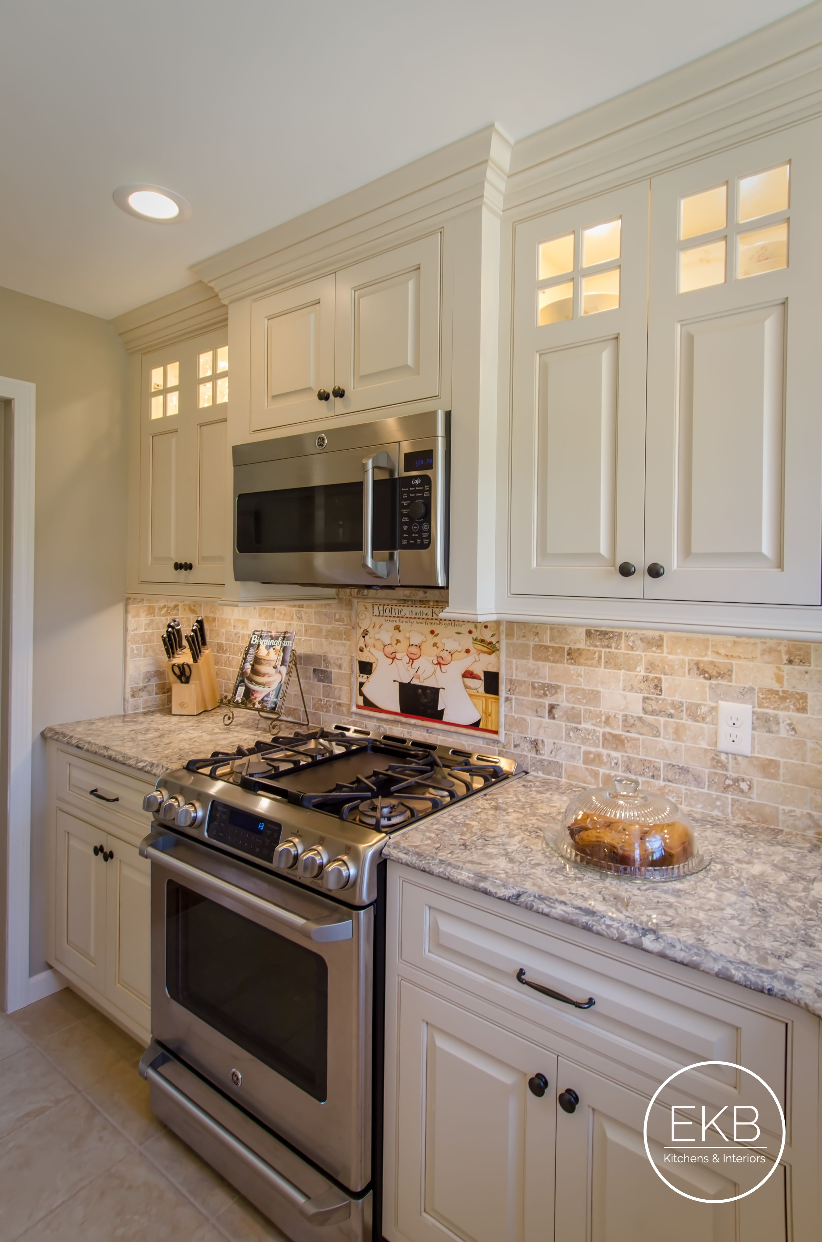 Shiloh Maple Cabinets In Eggshell With A Cafe Glaze And