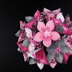 exemple bouquet de fleur origami en papier gris et rose. Black Bedroom Furniture Sets. Home Design Ideas