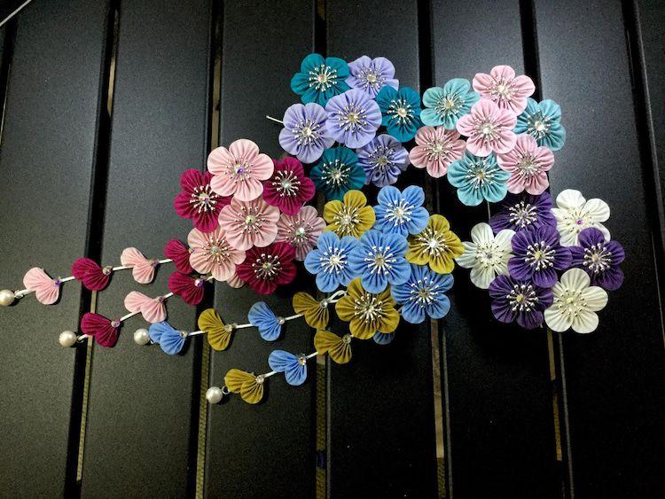 ひだ梅のかんざしと重ねウロコ -   18 ribbon flower crafts ideas