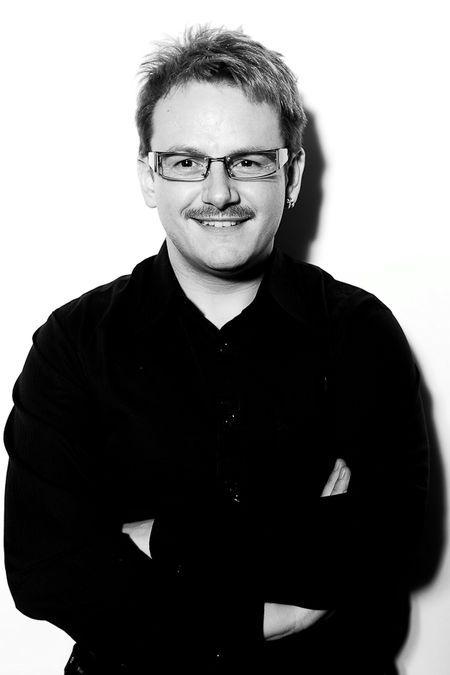 """Mario Franz AZUBI-BASIC FARBE MEN TREND SALONSEMINARE WISSEN Selbständiger Friseurmeister mit eigenem Laden und freiberuflich Fachtrainer, vor allem für Farbe, Produkte und das """"Problemkind"""" Verkauf. Bin hier gerne bereit Euch zu unterstützen.  https://www.friseurjobagent.de/friseurtrainer/96-mario-franz"""
