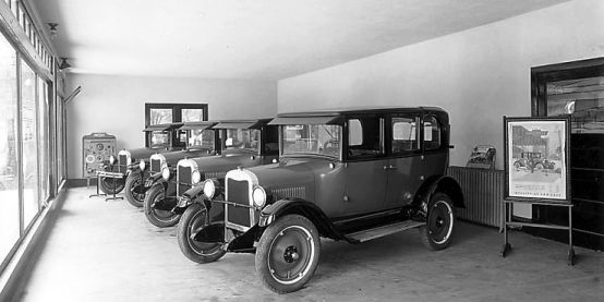 1920 Chevrolet Dealer Show Room Chevy Dealerships Chevrolet Dealership Chevrolet