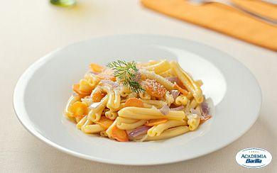 Casarecce Siciliane con finocchi carote e cipolle   Barilla