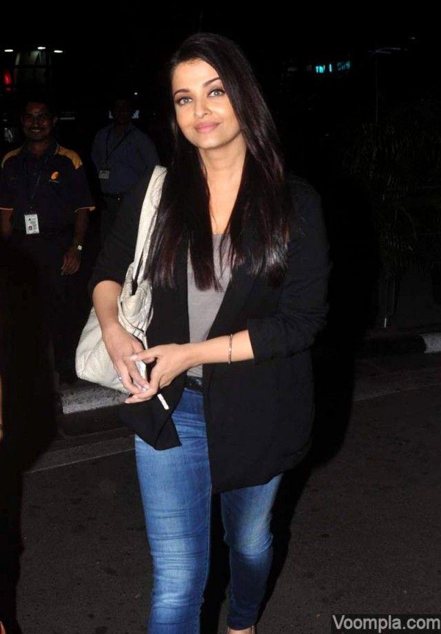 Aishwarya Rai Bachchan spotted at Delhi airport  via Voompla
