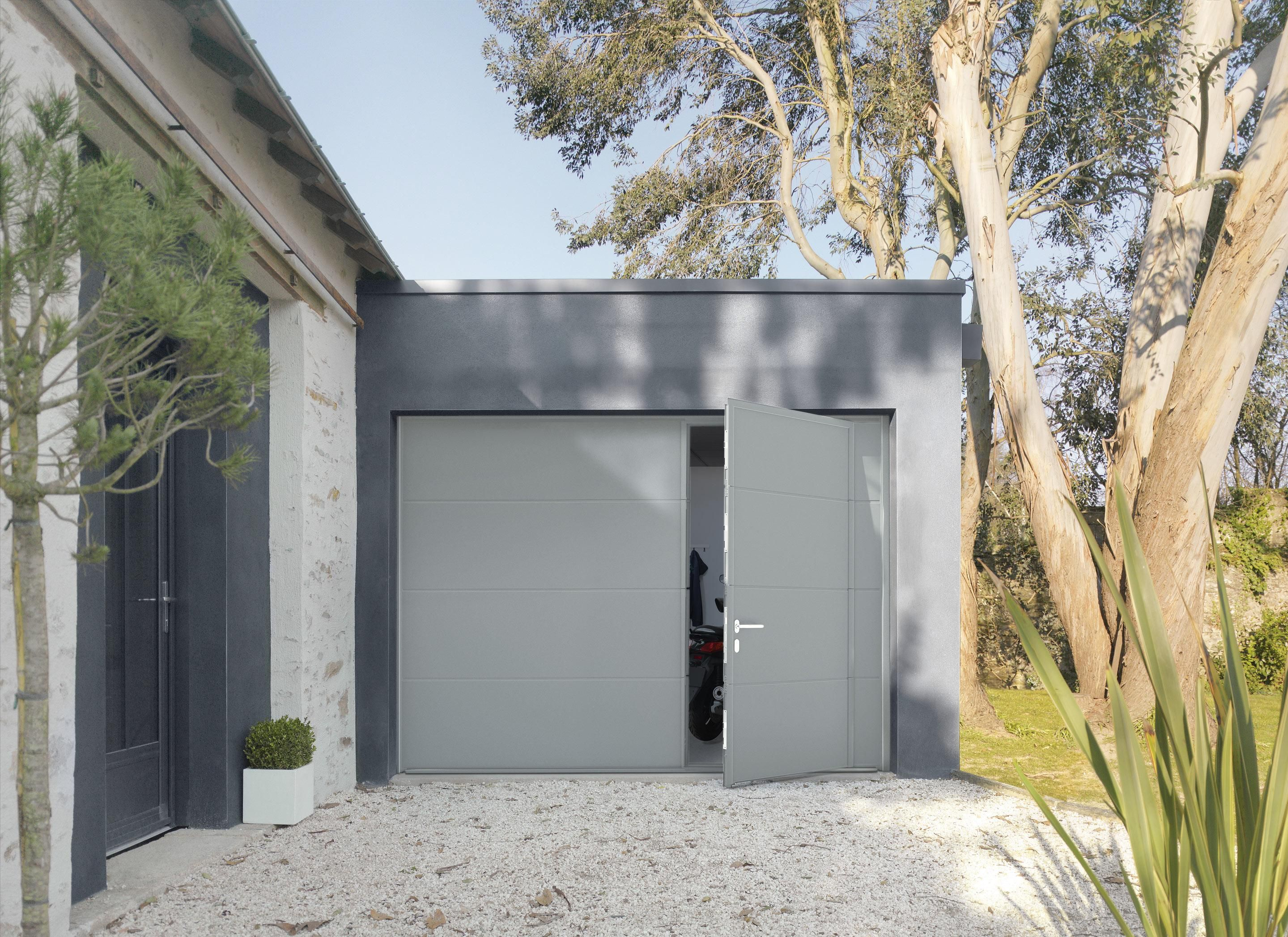 Porte De Garage Avec Portillon Motorisee Artens Premium 200x240 Gris En 2020 Porte Garage Porte De Garage Sectionnelle Et Garage