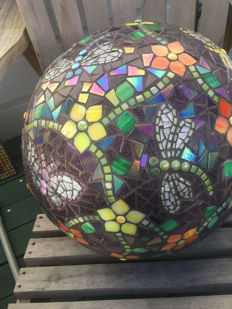 140 Mosaic Gazing Balls Ideas Mosaic Mosaic Bowling Ball Mosaic Garden