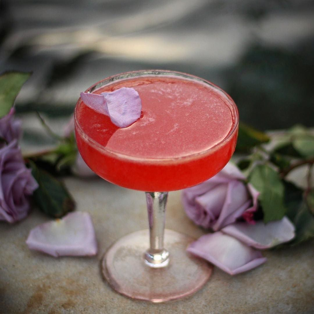 This Rose Petal Garnish Was So Temperamental Every Time I Lifted The Camera It Started Drifting Aro Prosecco Cocktails Easy Prosecco Cocktails Craft Cocktails