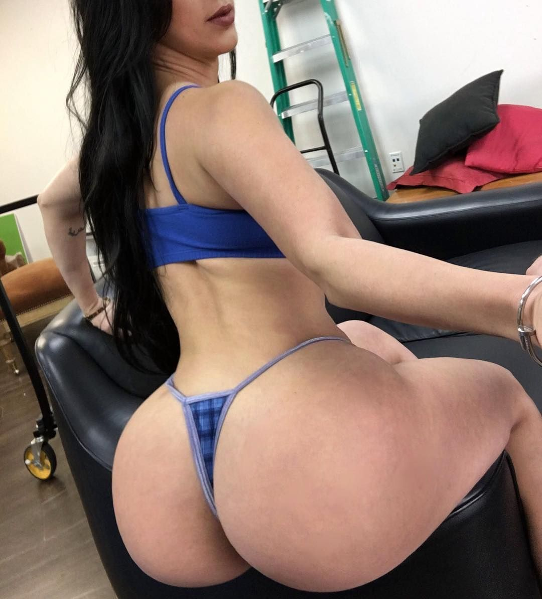 Big butt valerie kay have an hard ride with dildo 7
