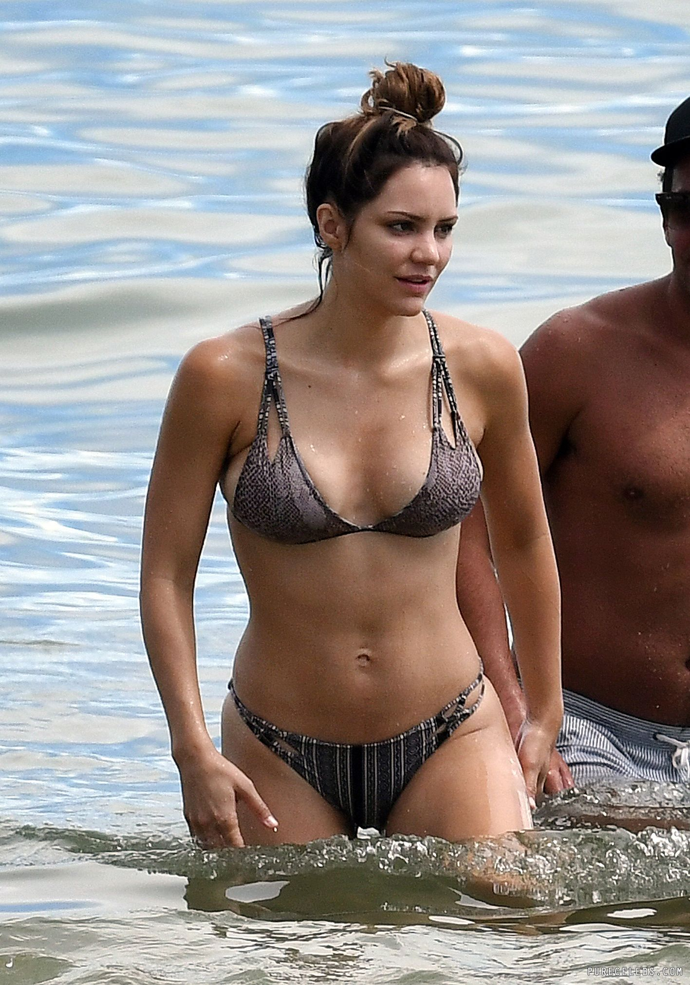 Katharine Mcphee Great Cleavage In Wet Bikini Purecelebs Com