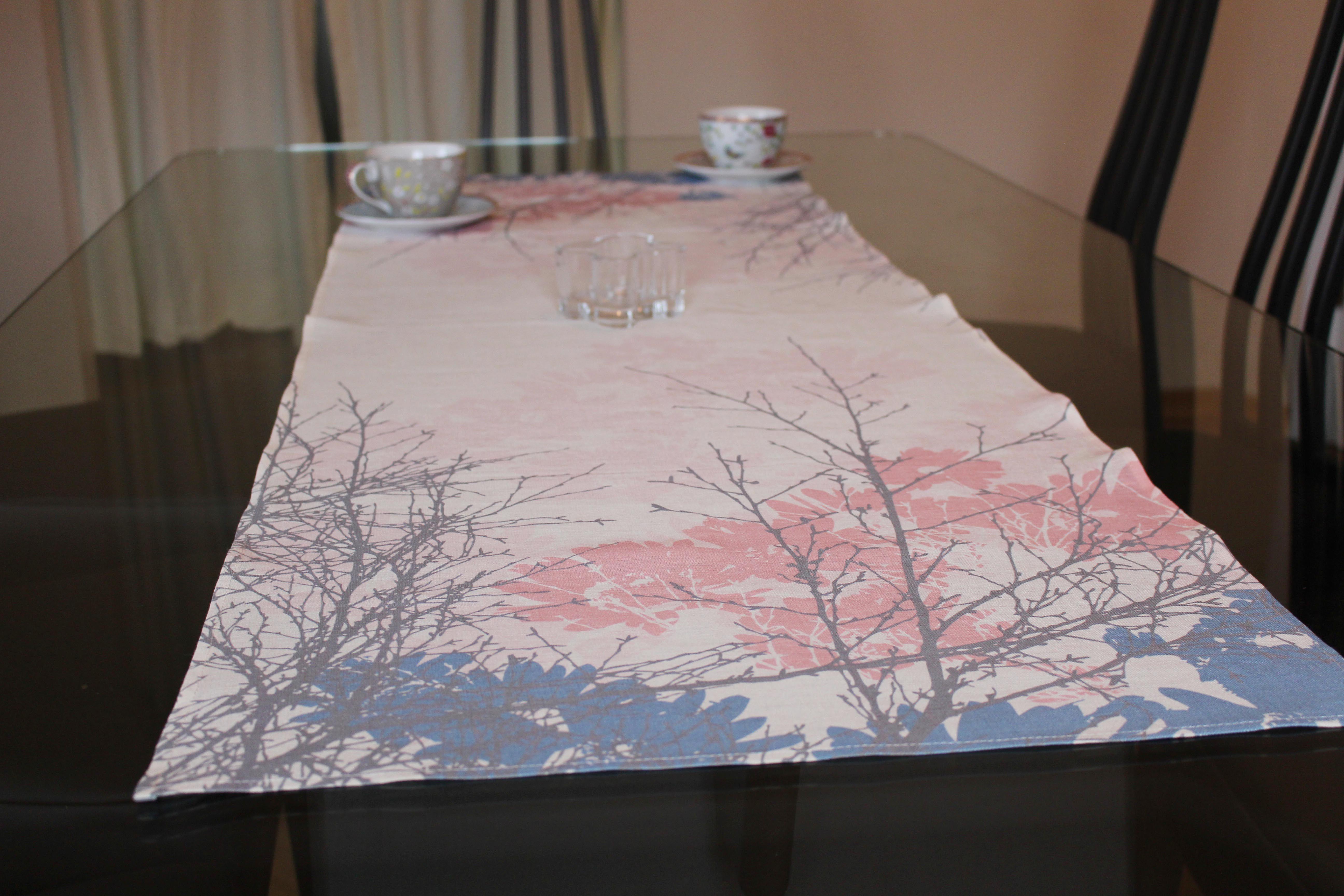 Von - Hope Linen Table Runner Design: Hjartalag