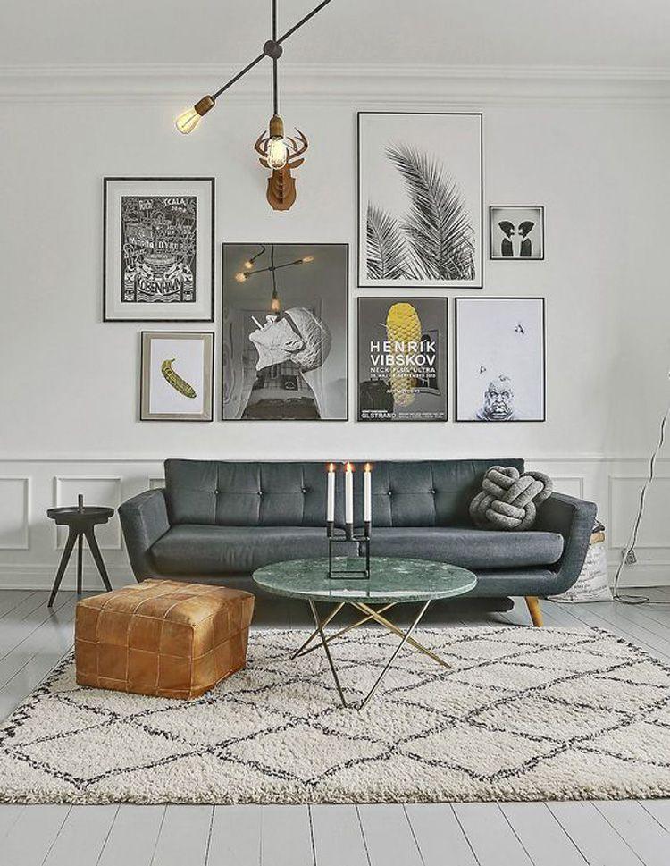 Woonkamer met posters boven de bank | wall art | Pinterest ...