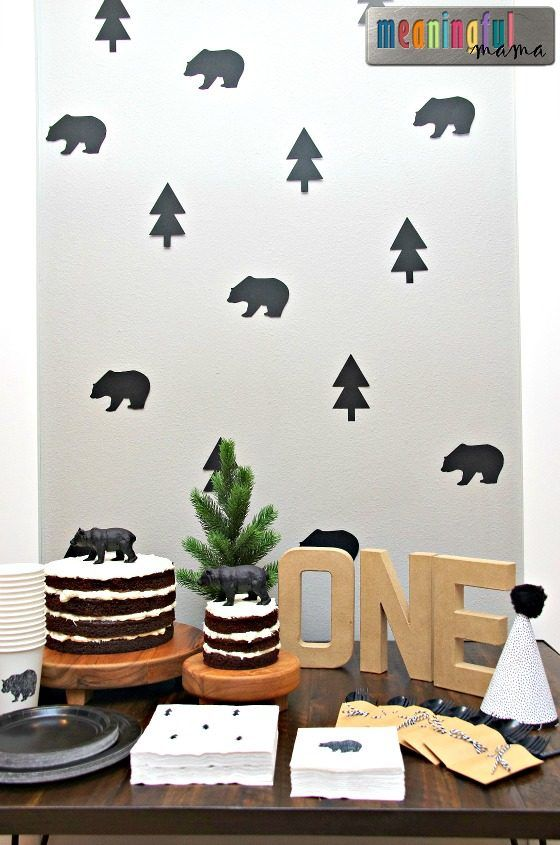 Modern Black Bear First Birthday Party #boybirthdayparties