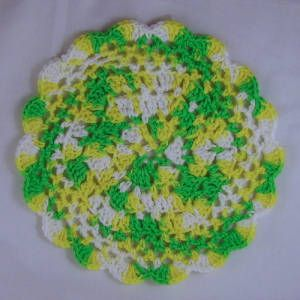Lazy Day Table Topper - A free Crochet pattern from jpfun.com.