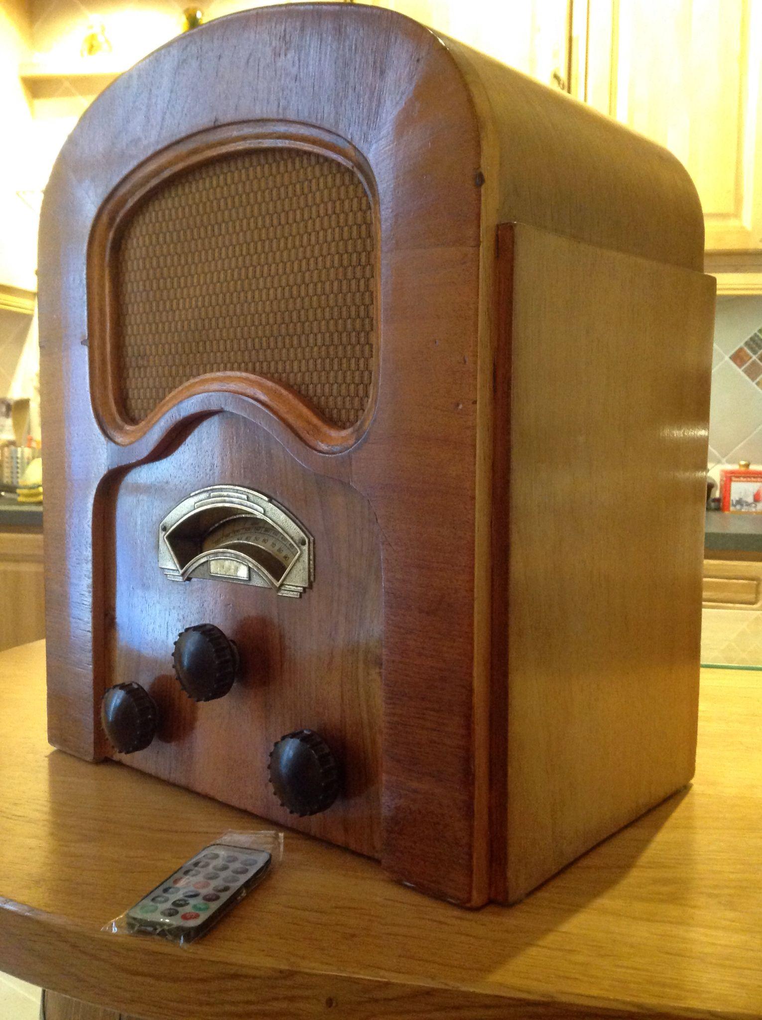1934 Volcain Radio With Bluetooth See Www Tsfvintageradios Com Vintage Radio Antique Radio Old Time Radio