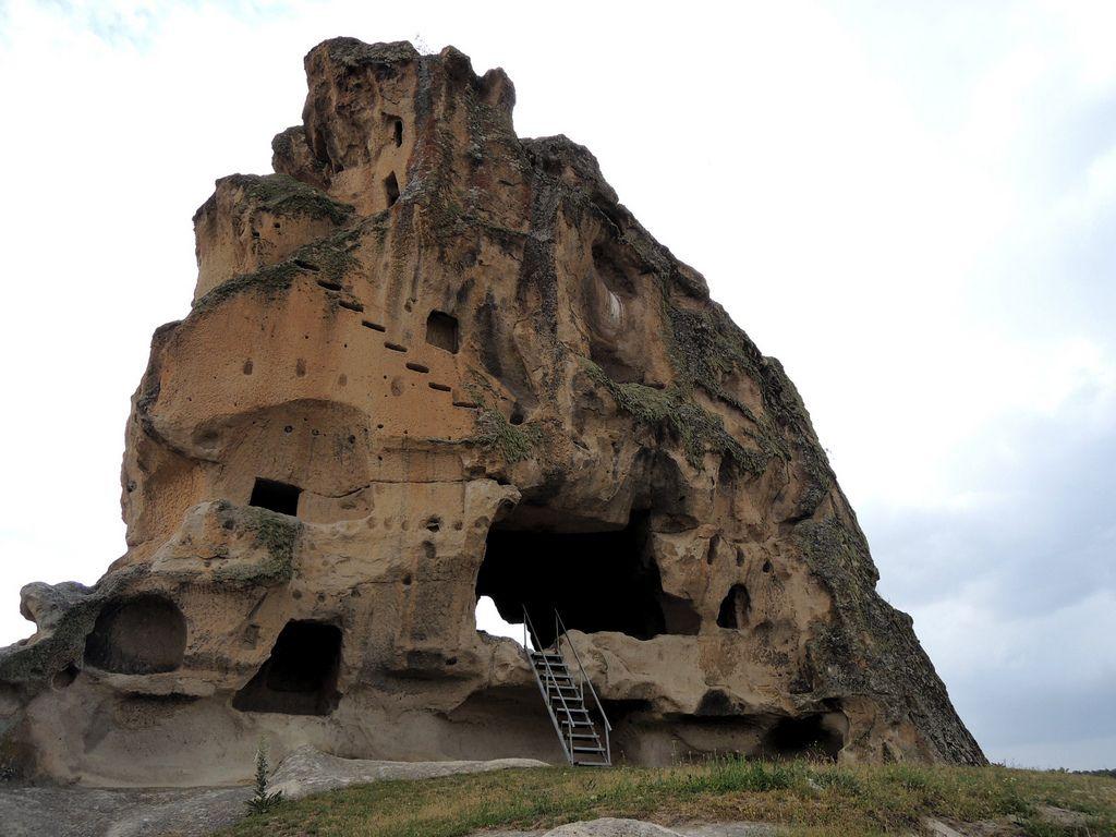 Doğanlıkale/Seyitgazi/Eskişehir/// Frig döneminde yapıldığı bilinen Doğanlı  Kale, Seyitgazi ilçesine bağlı olan Çukurca Köyü'nün yakınları… | Kaleler,  Anıtlar, Roma