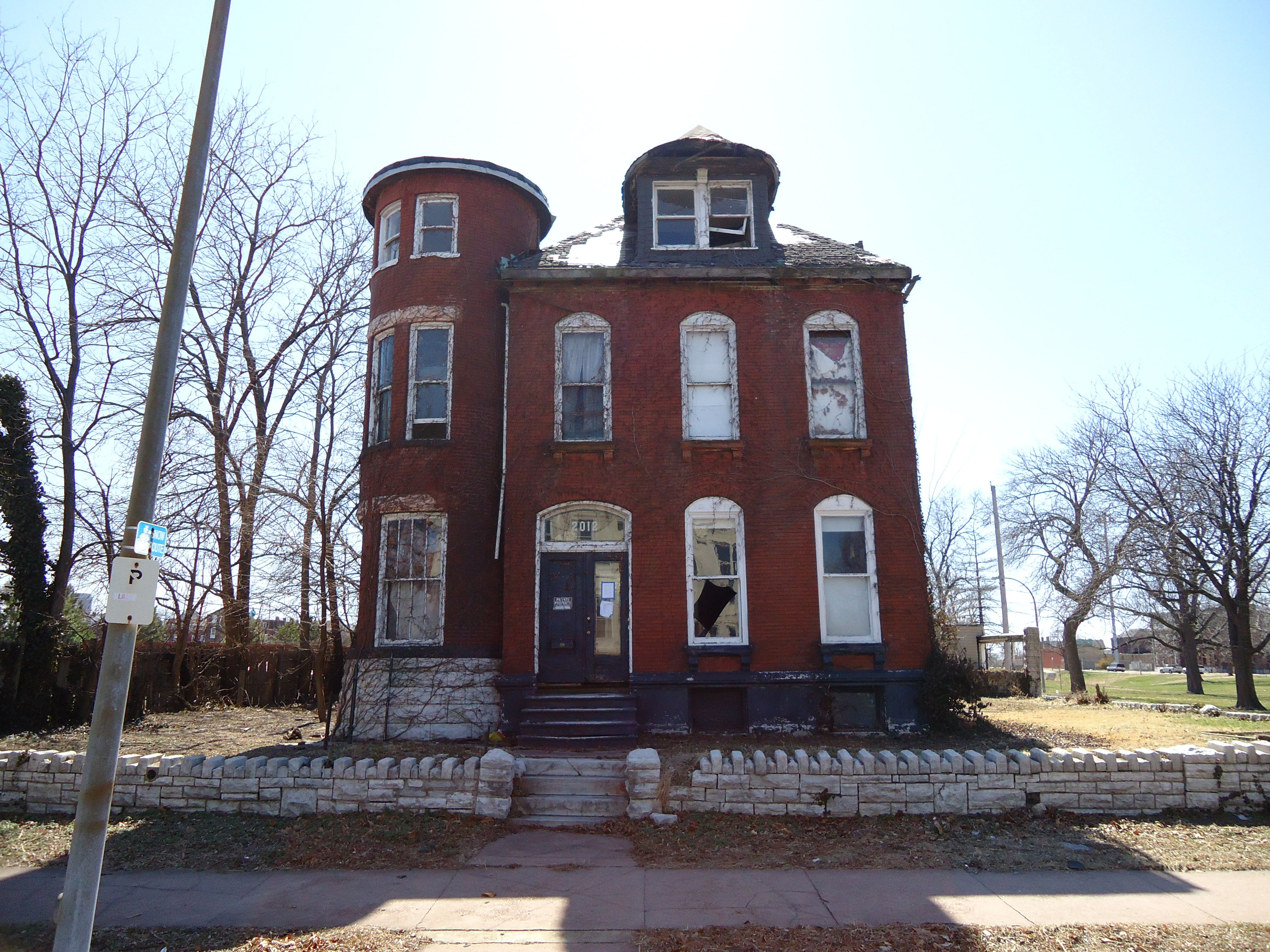 An Extremely Haunted House On St Louis Ave Stlprs Mound City St Louis St Louis Mo