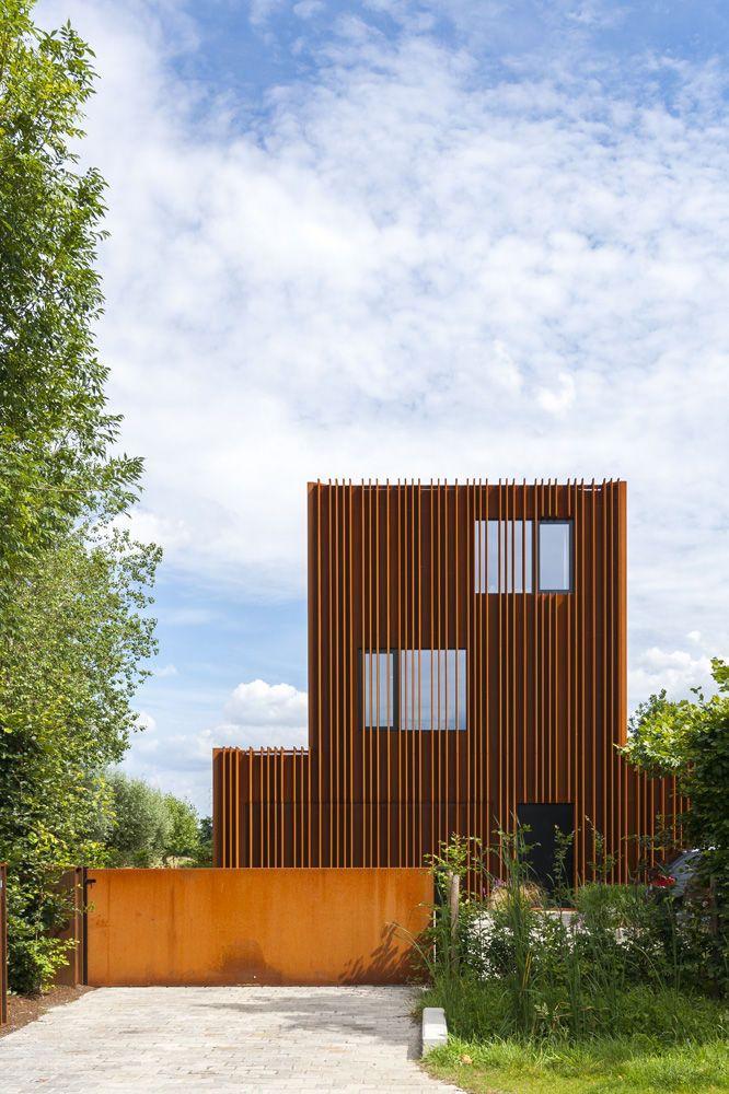 En images: une maison aventureuse entièrement emballée en acier ...