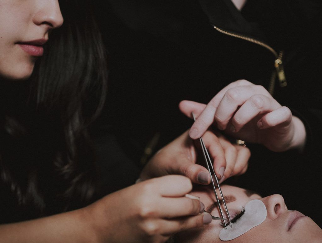 Customizing lash extensions to each client in 2020