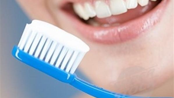 يسعي الكثير من أفراد الاسرة إلي أن يحصلوا علي أسنان نظيفة وقوية حيث أن تنظيف الأسنان أحد الأمور الهامة التي يجب أن يقوم الأب والام بالإهتمام بها وضرورة تن Hair