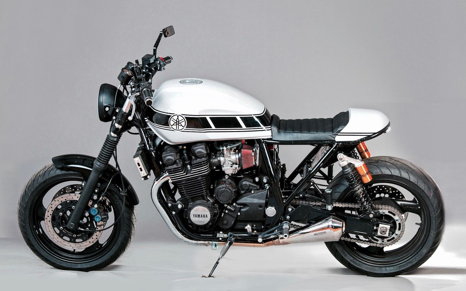 Yamaha XJR 1300 - the real Japanese king of the roads