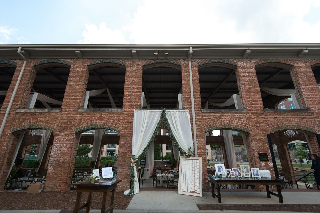 Downtown drama and delight- wedding reception at Larkins on the River by B&R Events