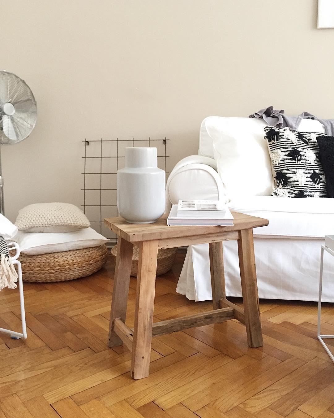 der hocker lawas aus teakholz ist beistelltisch und sitzgelegenheit in einem sein rustikales. Black Bedroom Furniture Sets. Home Design Ideas