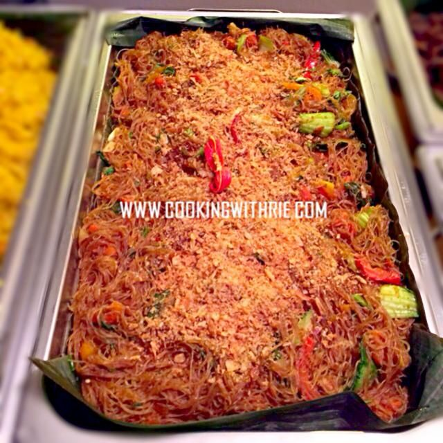 レシピとお料理がひらめくSnapDish - 2件のもぐもぐ - * Bihun Goreng/ Stir Fried Rice Vermicelli topped with assorted Veggies. by rie sims