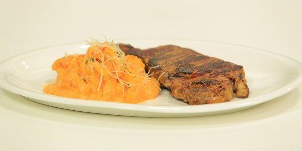 Cbc Sofra طريقة تحضير نيوكي بالطماطم و الجبنة الكريمية ماجي حبيب Recipe Food Pasta Steak