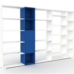 Photo of Wohnwand Weiß – Individuelle Designer-Regalwand: Türen in Marineblau – Hochwertige Materialien – 303