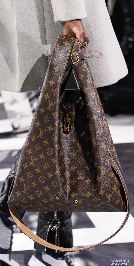 1a063ec0e5 Fall 2016 Ready-to-Wear Louis Vuitton