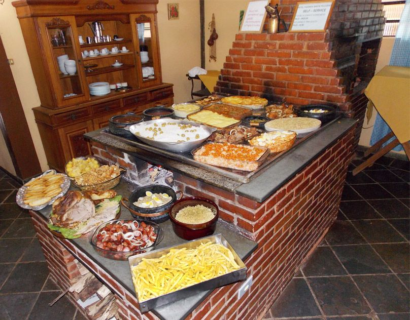 Gastronomia de Minas Gerais, Brazil - Pesquisa Google  Tradição renovada Dos índios veio o escaldado, o pirão, a paçoca, as farofas, os pratos à base de mandioca e de milho, que se derivou para as canjicas, ...