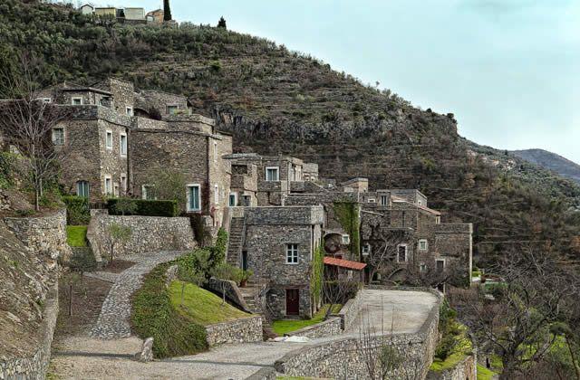 Castelvecchio di Rocca Barbena - rustic medieval town in Savona, Italy. Watch > http://destinations-for-travelers.blogspot.com/2015/08/castelvecchio-di-rocca-barbena-liguria-province-of-savona-italy.html