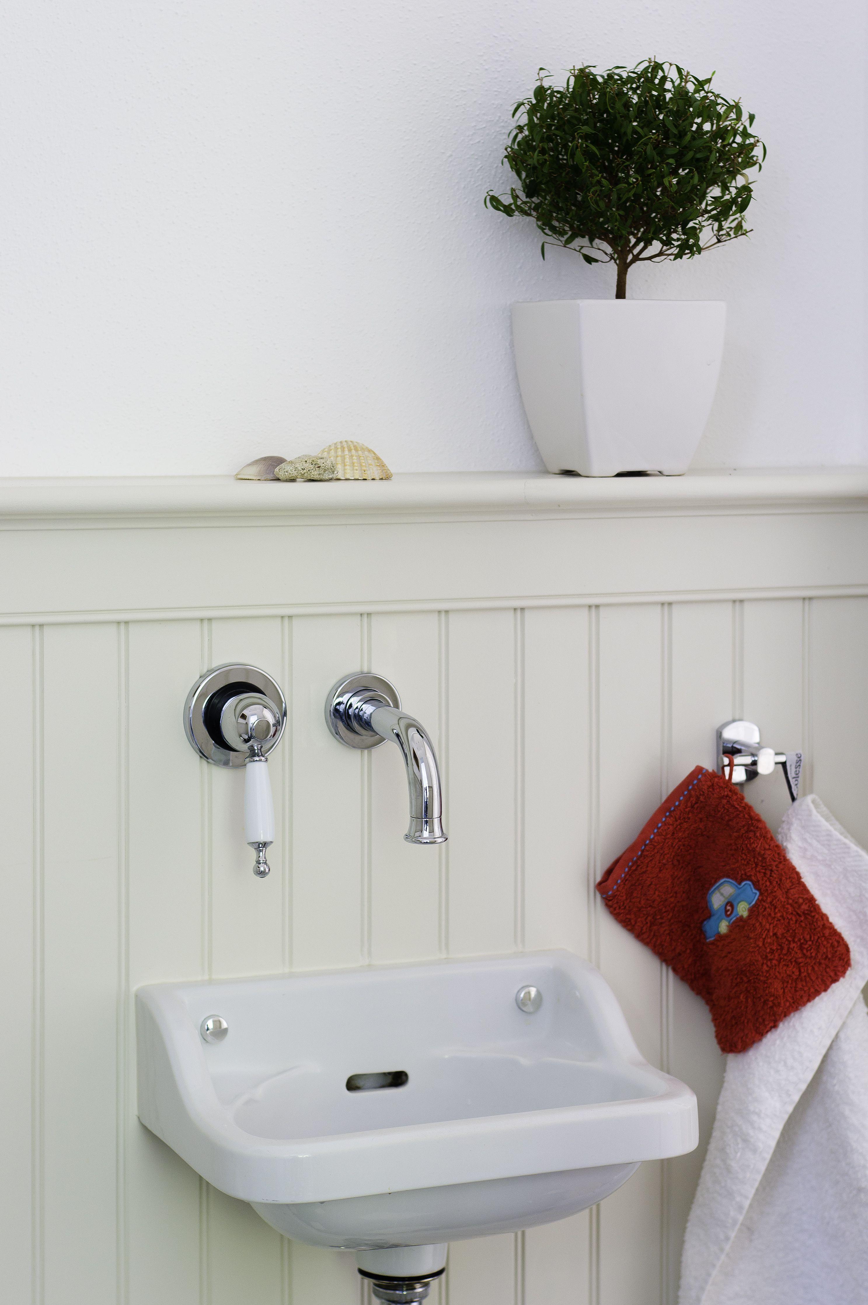 Holzpaneele Im Badezimmer Wandgestaltung Statt Fliesen Usa Holzwandverkleidung Wandvertafelung Stil Badezimmer