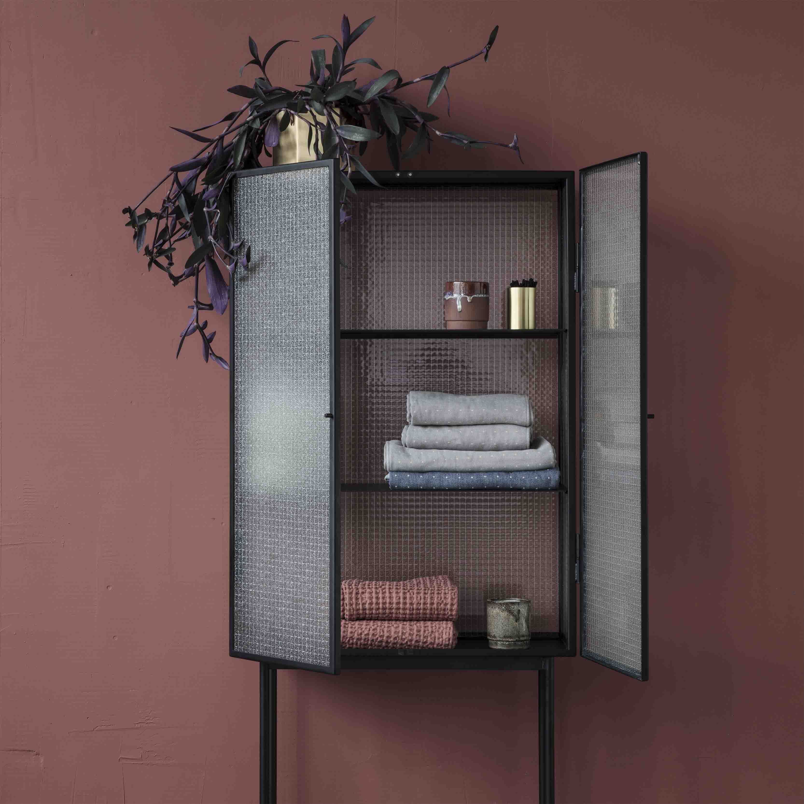Opposites attract on this freestanding crafted