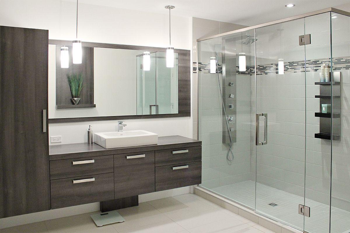 Id e pour lumi re centr e miroir moins grand et lumi re - Miroir salle de bain avec lumiere ...