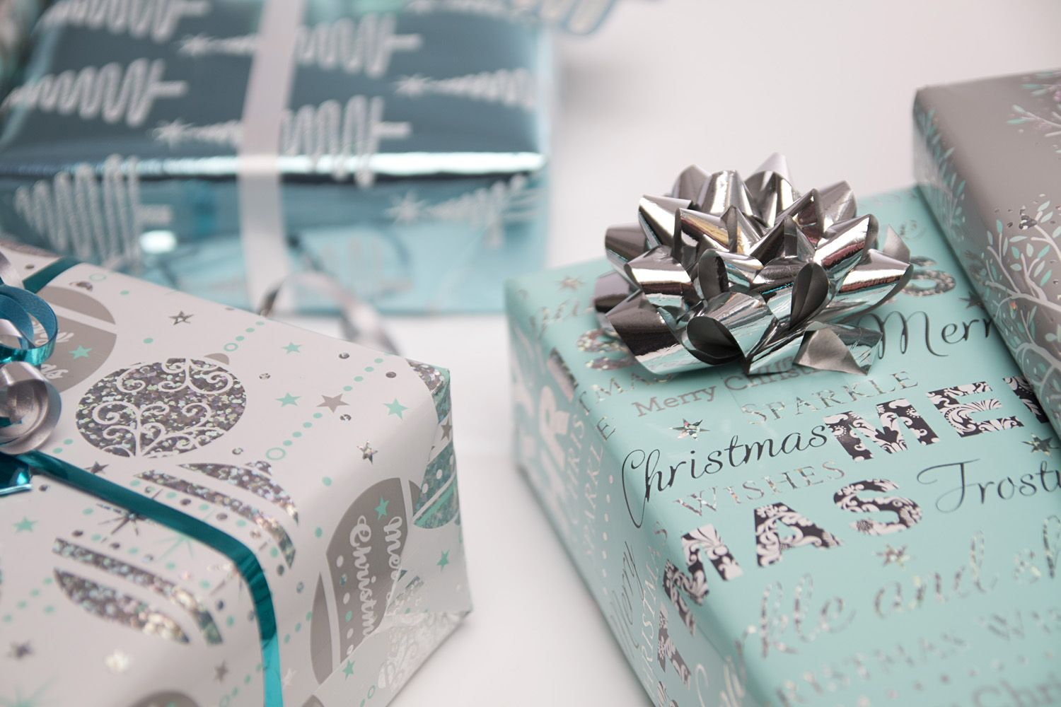 Pin by WH Smith on Gift Wrap! Gift wrapping, Christmas