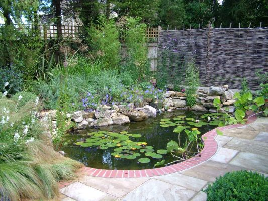 Landscape Gardening In Oxford And Witney Ponds Ponds For Small Gardens Backyard Garden Design Pond Water Features