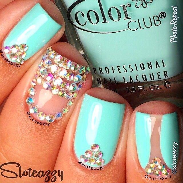 U as en azul turquesa decoradas con piedras de colores for Decoracion de unas con piedras swarovski