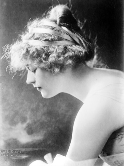 1920s Hairstyles History- Long Hair to Bobbed Hair #1920shairstyles