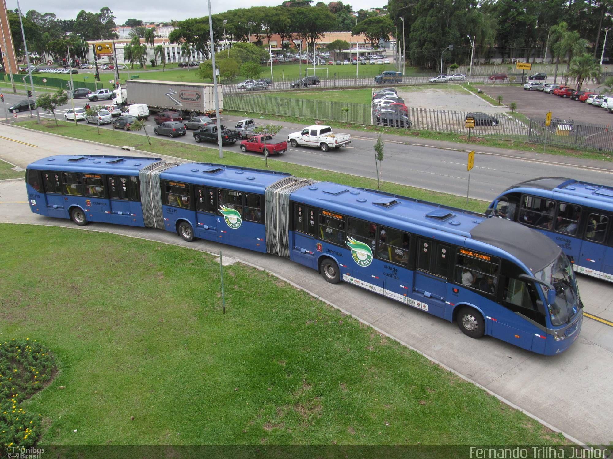 Neobus Volvo Mega BRT. Biarticulado de Curitiba, Brasil. Já foi maior ônibus do mundo.
