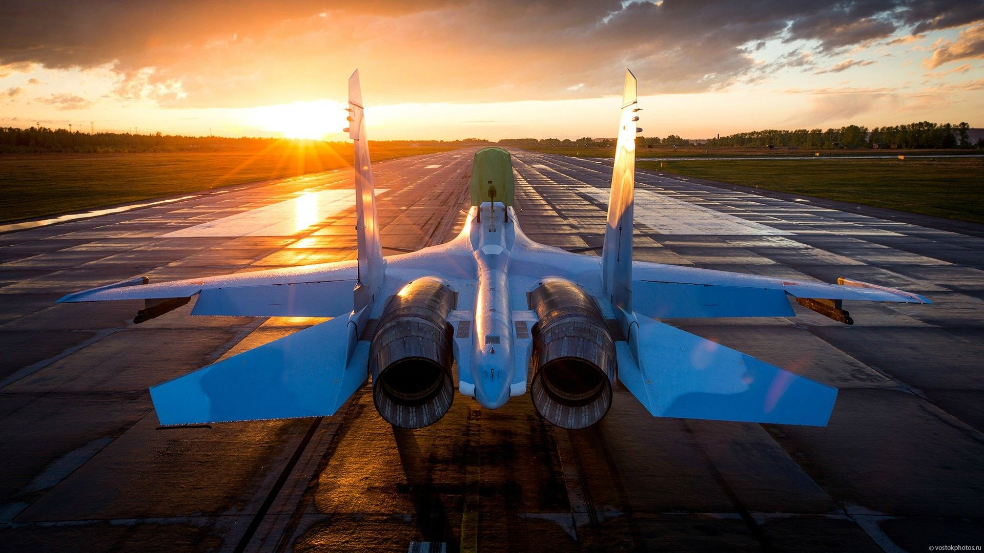 Sukhoi Su30 during sunset. [1920x1080] Need iPhone 6S
