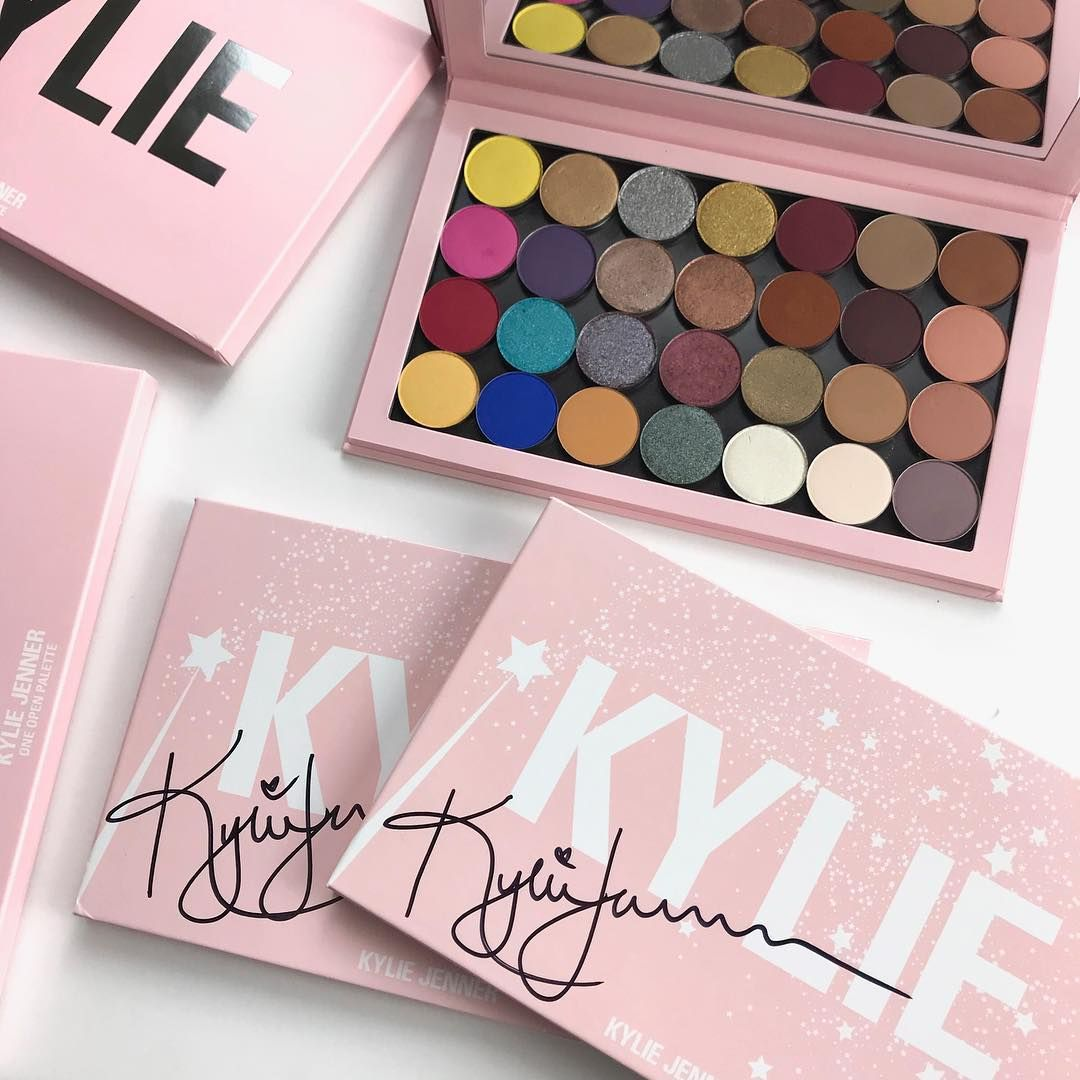 Giveaway Alert Comment To Enter Win A Signed Magnetic Palette Complete With All 28 Eyeshadow Single Shades Fo Party Makeup Kylie Cosmetics Kylie Makeup