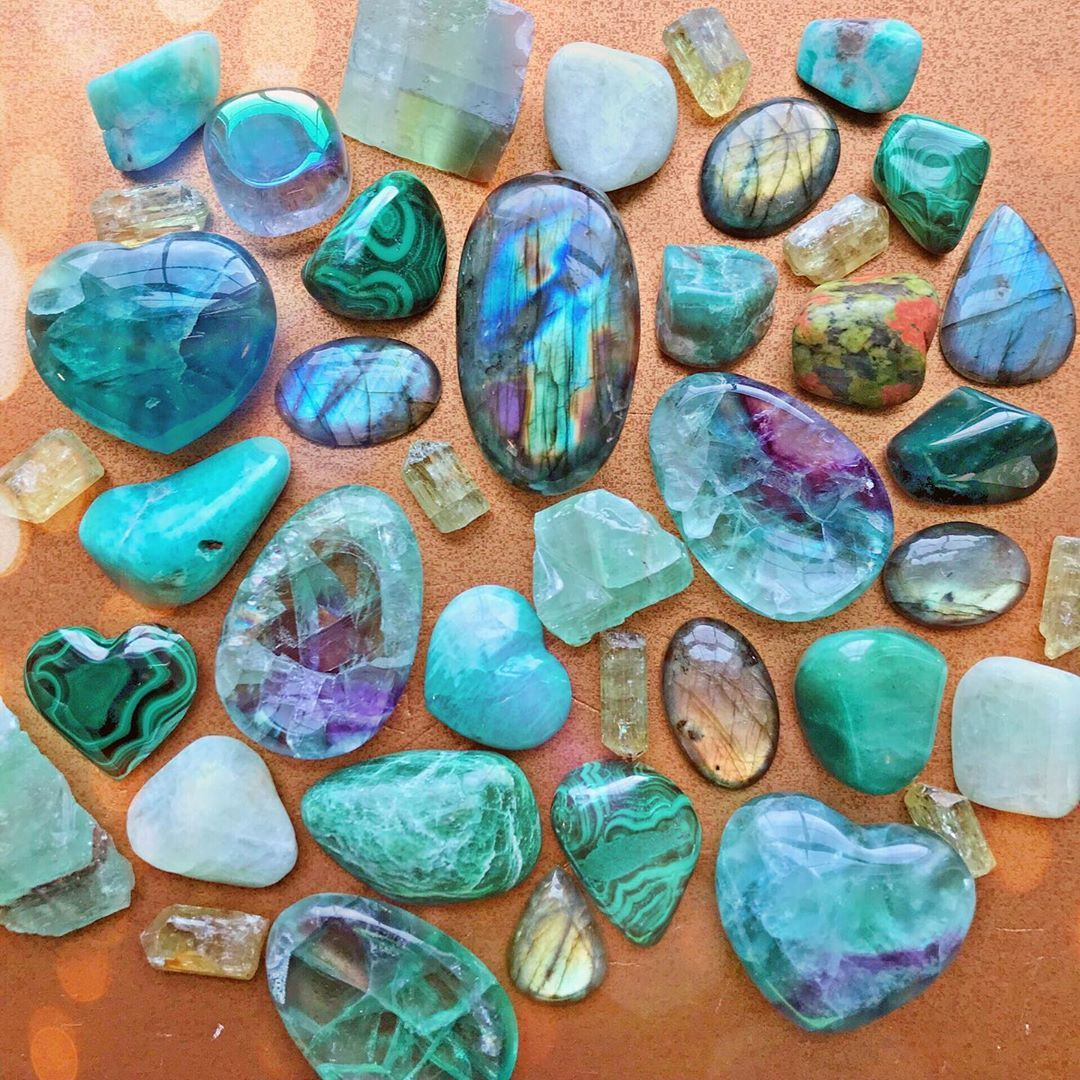Crystal Of The Week Happenings Marymagduh Wrote A Blog Post Sharing Her Experiences Working Wi Labradorite Healing Crystals Labradorite Healing Properties